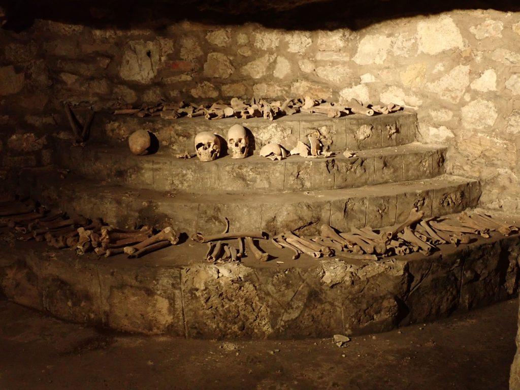Várbarlang csontkamra